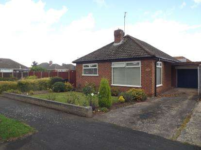 2 Bedrooms Bungalow for sale in Gleneagles Road, Great Sutton, Ellesmere Port, Cheshire, CH66