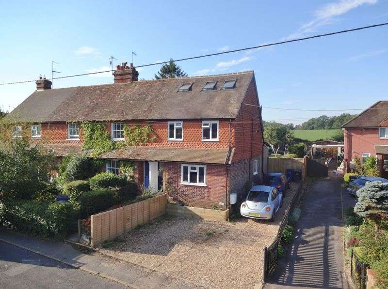 3 Bedrooms Semi Detached House for sale in Turners Mead, Godalming