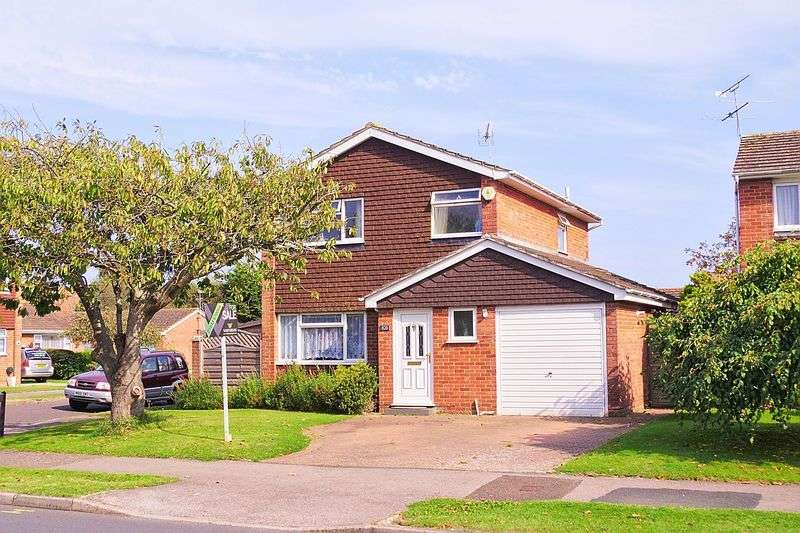 3 Bedrooms Detached House for sale in Flansham Park, Felpham, PO22