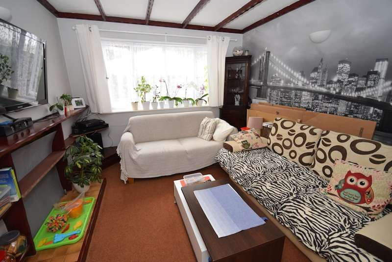 2 Bedrooms Maisonette Flat for sale in Baldry Gardens, Streatham, London, SW16