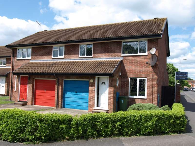 3 Bedrooms Semi Detached House for sale in Waterlow Close, Newport Pagnell, Buckinghamshire