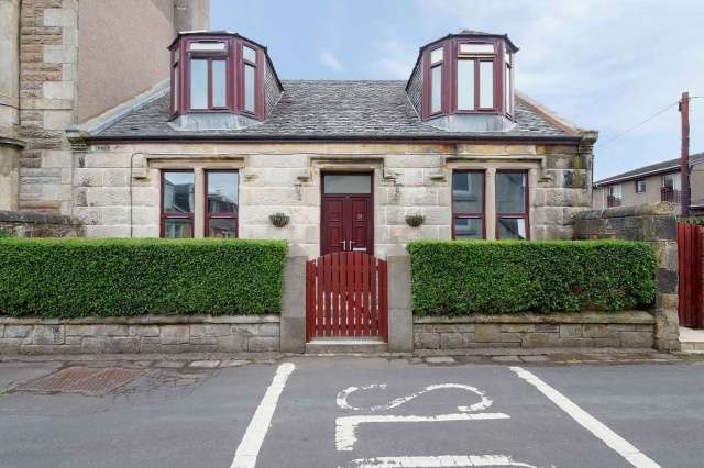 4 Bedrooms Cottage House for sale in Park Road, Saltcoats, North Ayrshire, KA21 5DH