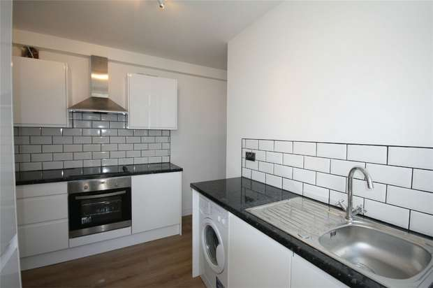2 Bedrooms Maisonette Flat for sale in London Road, Ashford, Surrey