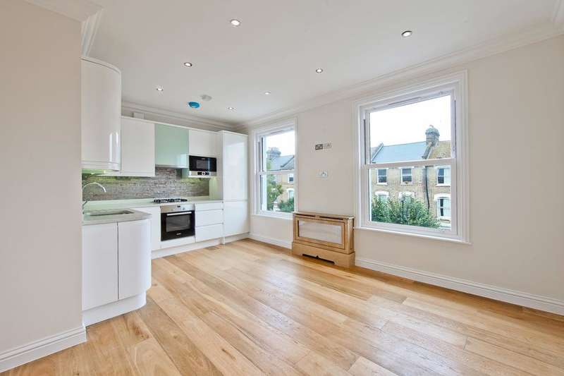 3 Bedrooms Flat for sale in Lancaster Road, London N4