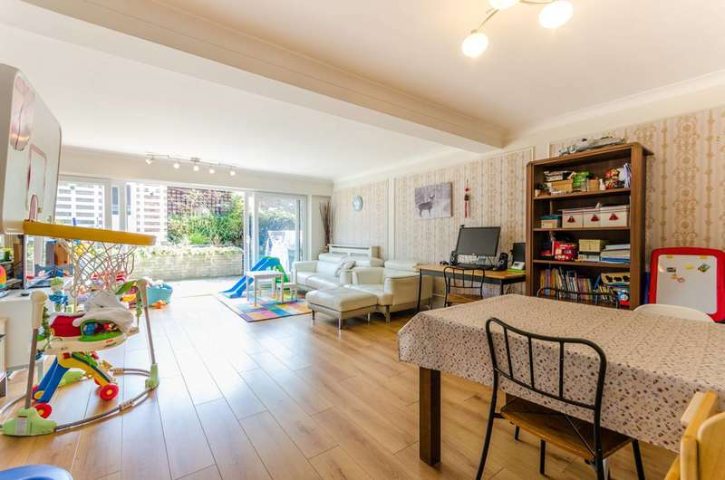 3 Bedrooms House for sale in Ardmore Lane, Epping Forest, IG9
