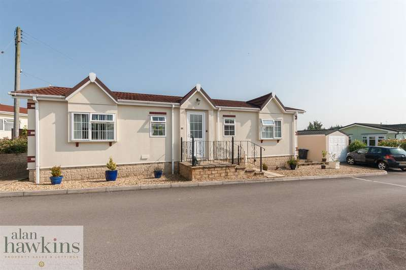2 Bedrooms Property for sale in Lillybrook Estate, Lyneham, Chippenham
