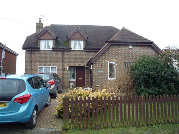 4 Bedrooms Detached House for sale in Greenfields, The Street, East Langdon, Dover
