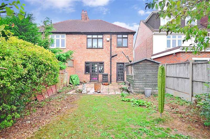3 Bedrooms Semi Detached House for sale in Kingsley Gardens, Hornchurch, Essex
