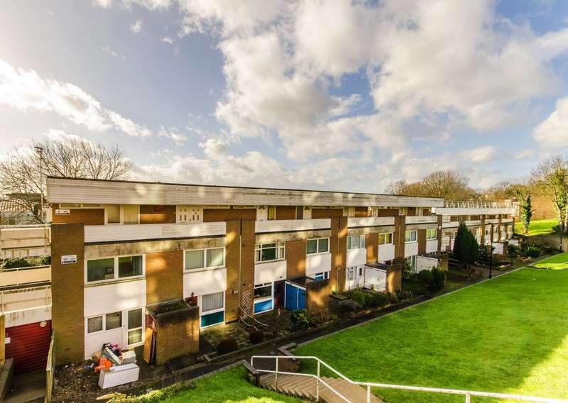 1 Bedroom Flat for sale in Menlo Gardens, Upper Norwood, SE19