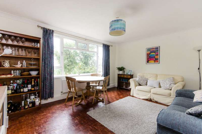 3 Bedrooms Flat for sale in St Albans House, Streatham, SW16