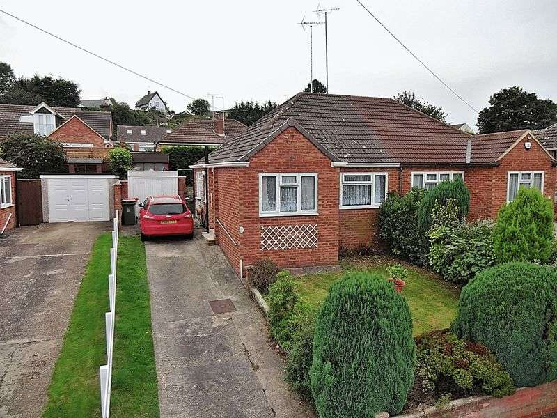 2 Bedrooms Semi Detached Bungalow for sale in Emu Close, Heath & Reach