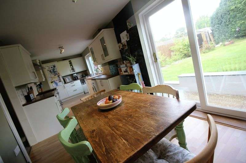 4 Bedrooms Terraced House for sale in Brynhyfryd, Croesyceiliog