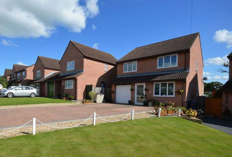 4 Bedrooms Detached House for sale in Axeford Meadows, Chard Junction