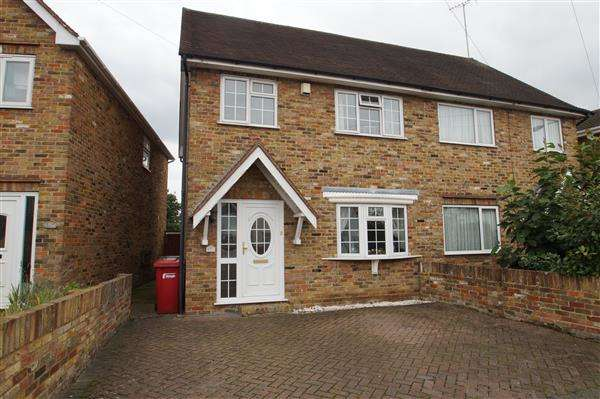 3 Bedrooms Semi Detached House for sale in Lower Cippenham Lane, Cippenham, Slough