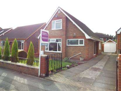 3 Bedrooms Bungalow for sale in Manchester Road, Rixton, Warrington, Cheshire