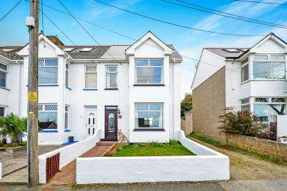 3 Bedrooms Semi Detached House for sale in Porth, Newquay, Cornwall