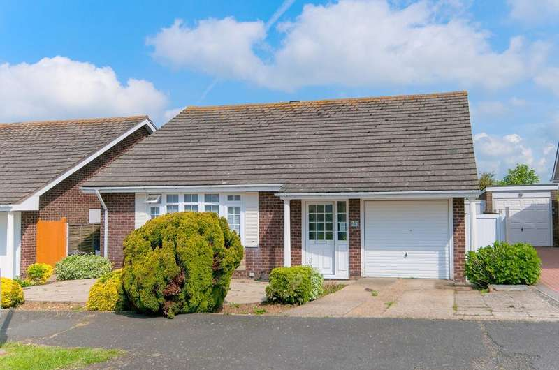 3 Bedrooms Bungalow for sale in Beacon Drive, Seaford, BN25 2JX