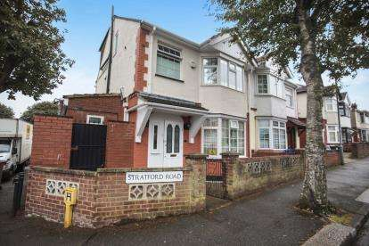 5 Bedrooms Semi Detached House for sale in Stratford Road, Luton, Bedfordshire