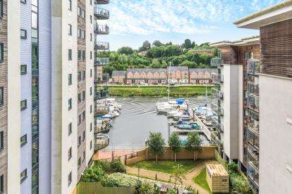 2 Bedrooms Flat for sale in Alexandria, Victoria Wharf, Cardiff Bay, Cardiff