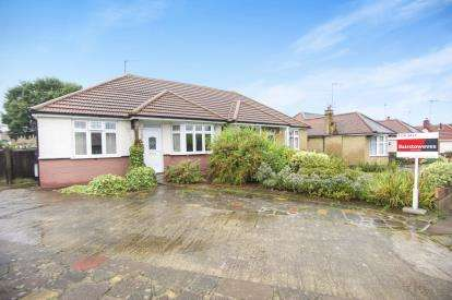 2 Bedrooms House for sale in Ferring Close, Harrow, Middlesex