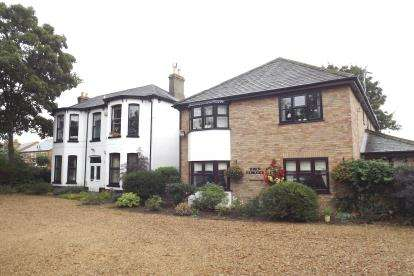 1 Bedroom Flat for sale in Hinton Lodge, St. Neots Road, St. Neots, Cambridgeshire
