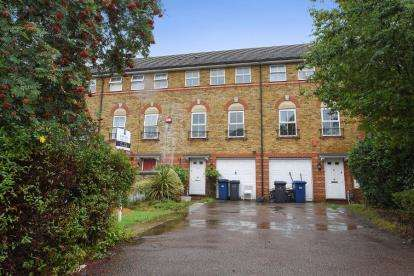 3 Bedrooms Terraced House for sale in Compton Close, Golders Green Estate, Cricklewood, London