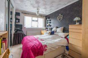 3 Bedrooms Terraced House for sale in Cruden Road, Gravesend, Kent, Gravesend