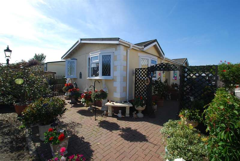 2 Bedrooms Bungalow for sale in Coots Close, Beacon Park Home Village, Skegness