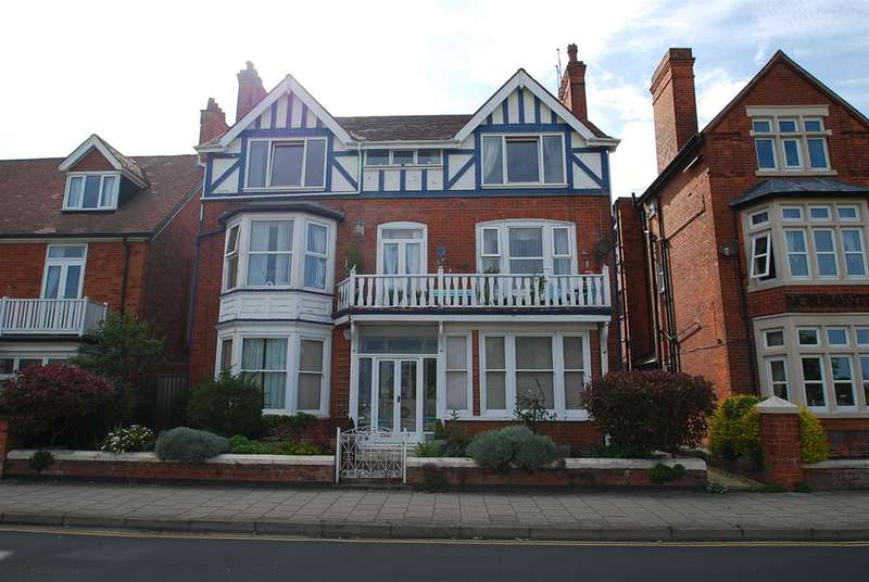 3 Bedrooms Apartment Flat for sale in South Parade, Skegness