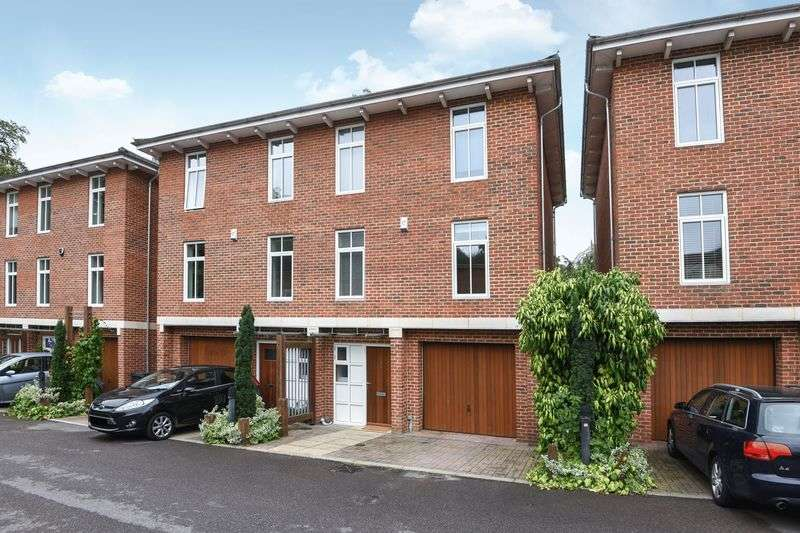 3 Bedrooms Semi Detached House for sale in Thistledown Close, Winchester
