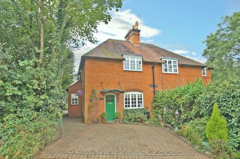 2 Bedrooms Cottage House for sale in Oak Tree Cottage, Dale Hill, Blackwell, near Bromsgrove