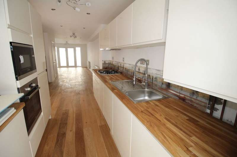 4 Bedrooms Property for sale in Marine Road, Eastbourne, BN22
