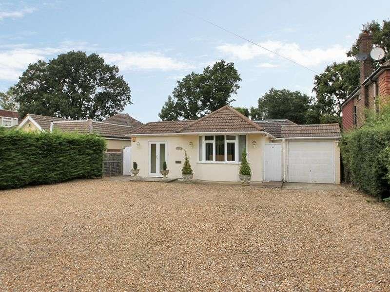 3 Bedrooms Detached Bungalow for sale in Cheyne Walk, Horley, Surrey
