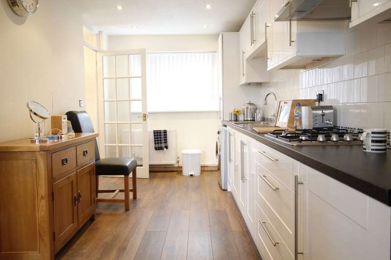 2 Bedrooms Property for sale in Hickin Close, London, SE7