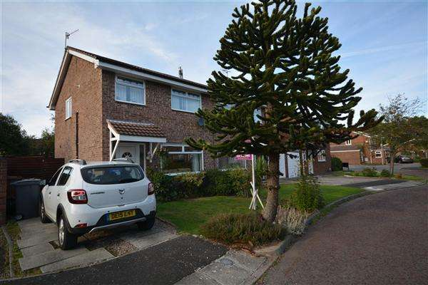 3 Bedrooms Semi Detached House for sale in Mesham Close, Upton