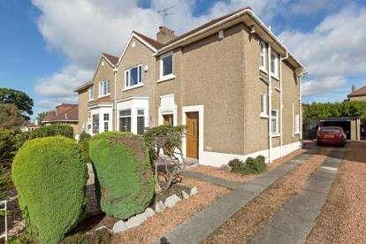 3 Bedrooms Flat for sale in Kincath Avenue, High Burnside, Glasgow, South Lanarkshire