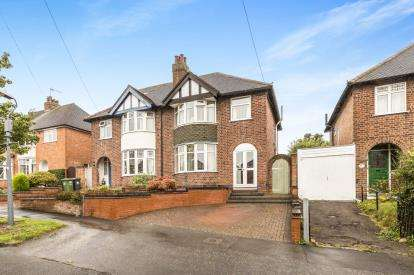 3 Bedrooms Semi Detached House for sale in Dickins Road, Warwick