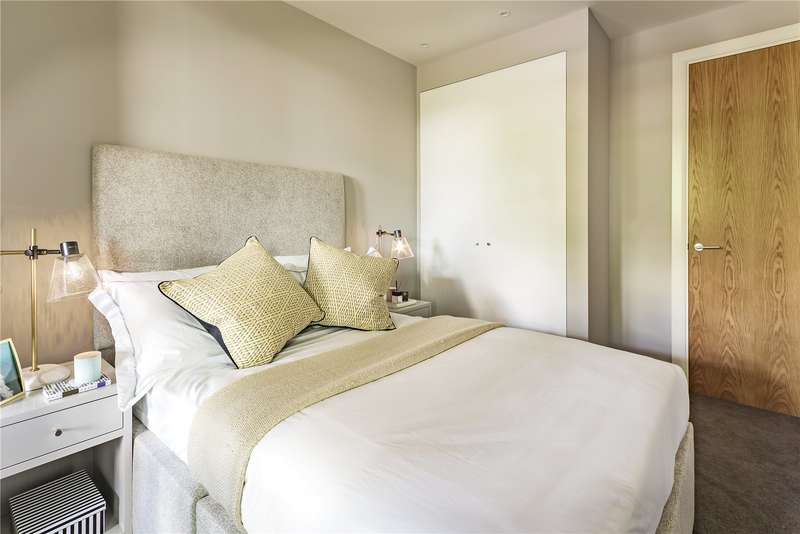 3 Bedrooms Flat for sale in Camberwell On The Green, Camberwell Green, SE5