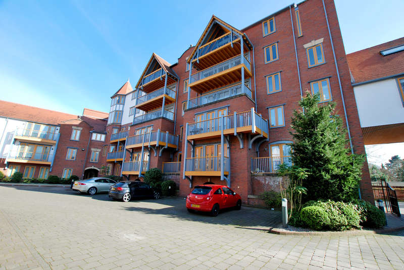 2 Bedrooms Flat for sale in Foregate Street, Boughton, Chester
