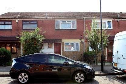 3 Bedrooms Terraced House for sale in Plaistow, London, England