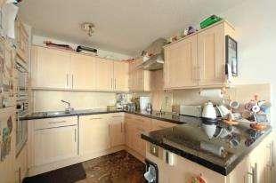 1 Bedroom Flat for sale in Eagle Heights, Bramlands Close, Battersea, London
