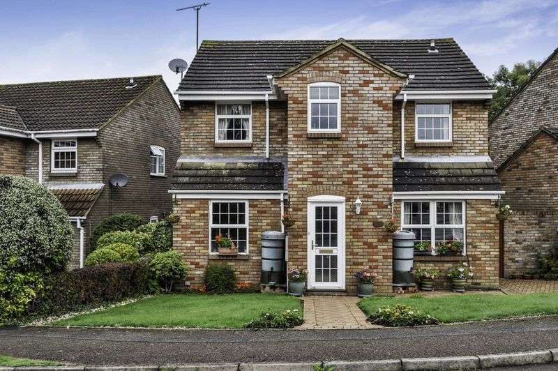 4 Bedrooms Detached House for sale in Grove Gardens, Tring