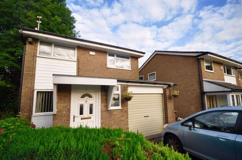 3 Bedrooms Detached House for sale in Lapwing Close, Rochdale