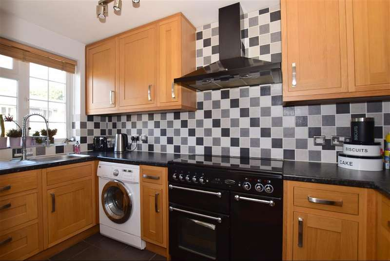 2 Bedrooms End Of Terrace House for sale in Celandine Close, Billericay, Essex