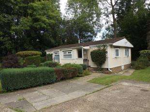 3 Bedrooms Mobile Home for sale in Woodpecker Way, Turners Hill Park, Turners Hill, West Sussex