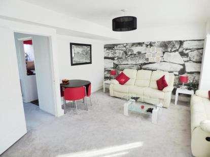 3 Bedrooms Maisonette Flat for sale in Prestwick Road, Watford, Hertfordshire