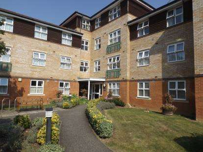 2 Bedrooms Retirement Property for sale in Seabrook Court, Station Close, Potters Bar, Hertfordshire