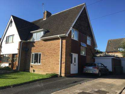 3 Bedrooms Semi Detached House for sale in Russells Hall Road, Dudley, West Midlands