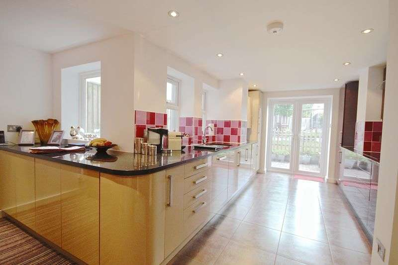 4 Bedrooms Terraced House for sale in Douglas Road, Poole, BH12.