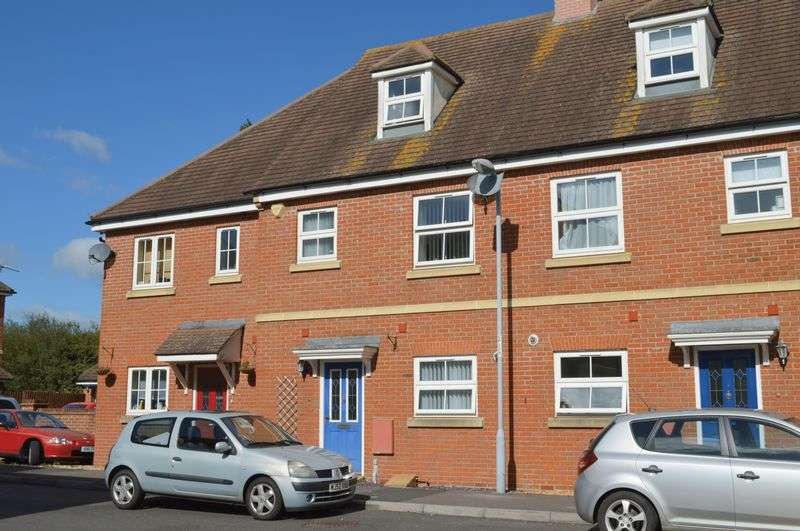 3 Bedrooms Terraced House for sale in Palace Road, Gillingham